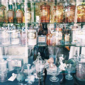 Boutique sous la galerie couverte à Vichy